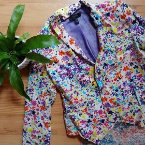 Super cute size small Jessica Simpson blazer